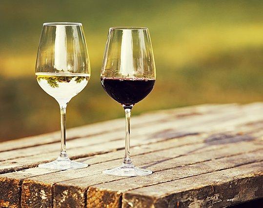 Λευκό ή κόκκινο; Ο τύπος κρασιού που πίνεις λέει πολλά για τον χαρακτήρα σου