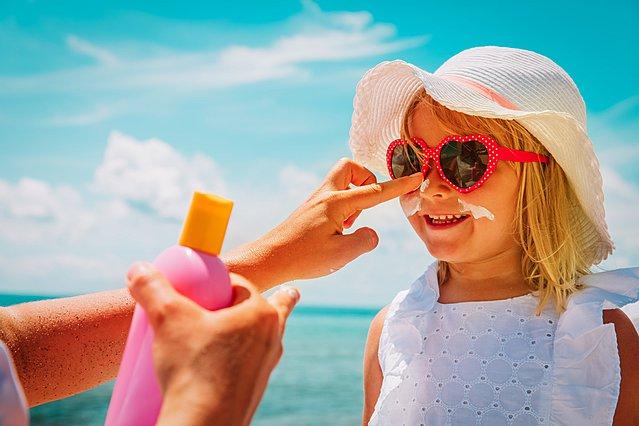 Πόσο ασφαλές είναι να χρησιμοποιώ αντηλιακό στα παιδιά μου;