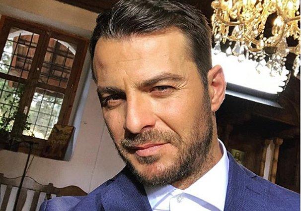 Ο Γιώργος Αγγελόπουλος... γαμπρός: Οι φωτογραφίες από την τελετή που έριξαν τα social media!