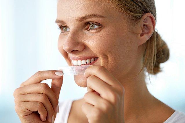 Πώς να κάνεις λεύκανση δοντιών στο σπίτι