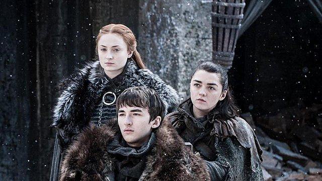 Game of Thrones: Η φωτογραφία του 2012 που αποκαλύπτει ότι η Sansa και η Arya ήξεραν ποιος θα καθόταν στον θρόνο