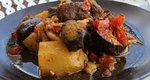 Μοσχαράκι με μελιτζάνες στο φούρνο: Το τέλειο καλοκαιρινό κυριακάτικο φαγητό