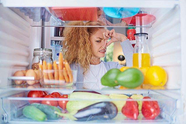 Η κουζίνα σου έχει μια δυσάρεστη μυρωδιά; Μπορεί να προέρχεται από ένα σημείο του ψυγείου σου που δεν έχεις ψάξει ποτέ!