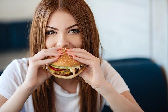 9 καθημερινά τρόφιμα που μέχρι τώρα τρώγαμε... λάθος