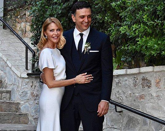 Η Τζένη Μπαλατσινού γιορτάζει την επέτειο γάμου της με μια αδημοσίευτη φωτογραφία από εκείνη τη μέρα