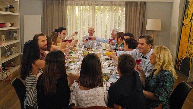 Το σόι σου : O Alpha στρώνει οικογενειακό τραπέζι για τελευταία φορά!