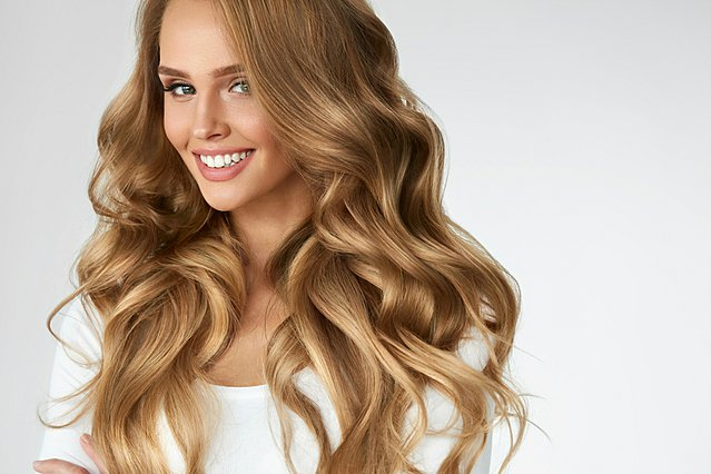 5 τρόποι να κάνεις τα μαλλιά σου μπούκλες με φυσικό τρόπο
