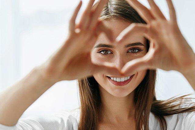 Μαύροι κύκλοι κάτω από τα μάτια; 7 λόγοι για τους οποίους τους βλέπεις και πώς να απαλλαγείς από αυτούς
