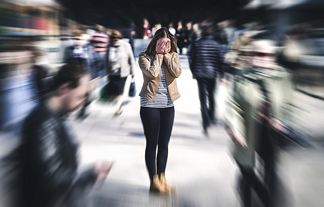 Κρίση πανικού σε δημόσιο χώρο; 5 τρόποι για να την αντιμετωπίσεις αποτελεσματικά