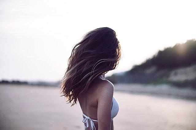 Πώς να φτιάξεις το δικό σου beach wave spray για τα μαλλιά σου