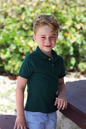 Δες πόσο μοιάζει ο πρίγκιπας George στον μπαμπά William, όταν ήταν στην ίδια ηλικία [photos]