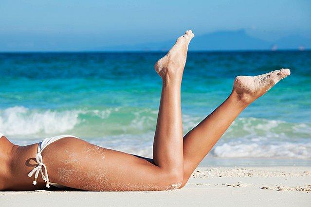 Ο πιο εύκολος και φυσικός τρόπος να μαλακώσεις τις σκασμένες φτέρνες σου