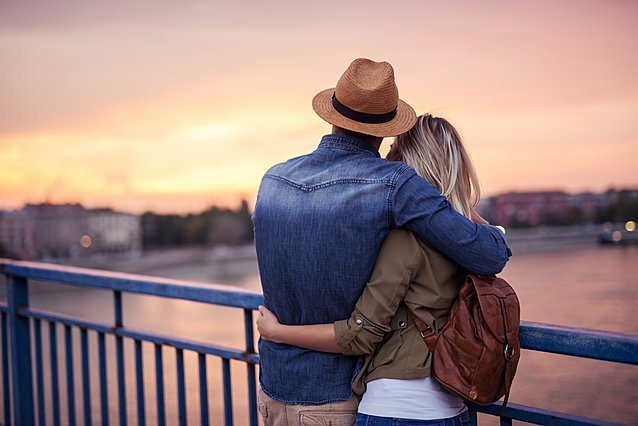 Δεν έχεις πολλά κοινά με το σύντροφο σου; Ιδού 5 πράγματα που μπορείς να κερδίσεις από μια τέτοια σχέση