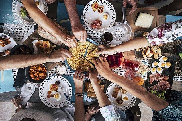 To φαγητό-έκπληξη που πρέπει να φας το βράδυ για να κοιμηθείς καλά στη διάρκεια ενός καύσωνα