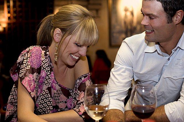 Τι πρέπει να κάνεις αν είσαι ντροπαλή και θέλεις να είσαι άνετη στο πρώτο ραντεβού;