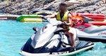 Γνωστός παρουσιαστής κάνει τζετ σκι στην Κρήτη! [Photos]