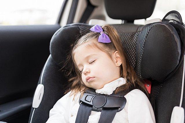 Γιατί δεν πρέπει να αφήνεις το μωρό σου να κοιμάται πολλή ώρα στο κάθισμα αυτοκινήτου
