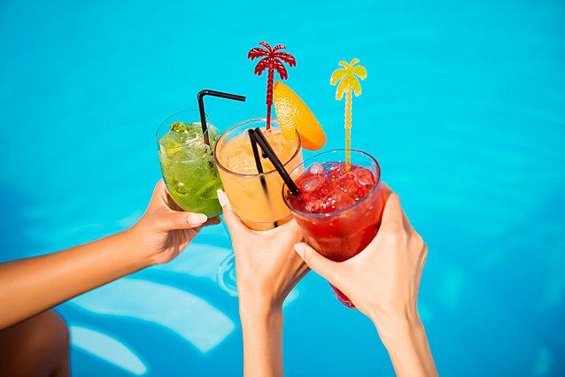 Καύσωνας; Τι να προτιμήσεις να πιεις για να παραμείνεις δροσερή και ενυδατωμένη
