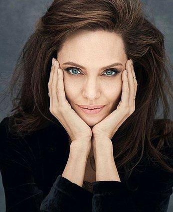 Angelina Jolie: Η συμβουλή που δίνει σε όλες τις γυναίκες