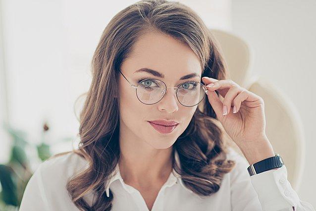 Σε ενοχλούν τα γυαλιά στη μύτη; 5 τρόποι για να τα κάνεις πιο... άνετα