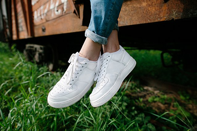 7 βήματα για να κάνεις τα άσπρα αθλητικά παπούτσια σου σαν καινούργια