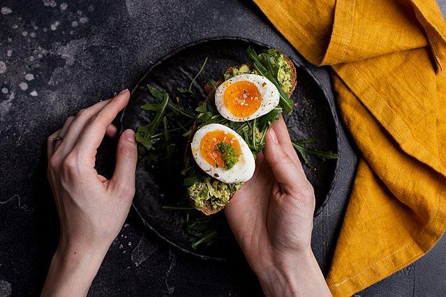 5 συνταγές για πρωινό πλούσιο σε πρωτεΐνες