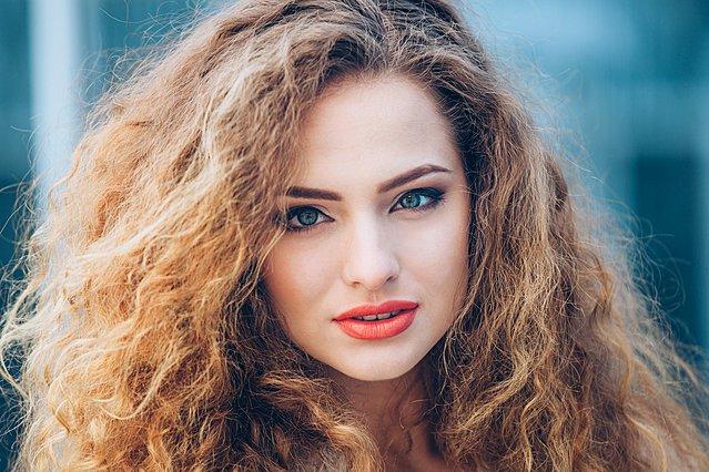 Τα 3 βήματα για να καταπολεμήσεις την ξηρότητα των μαλλιών σου