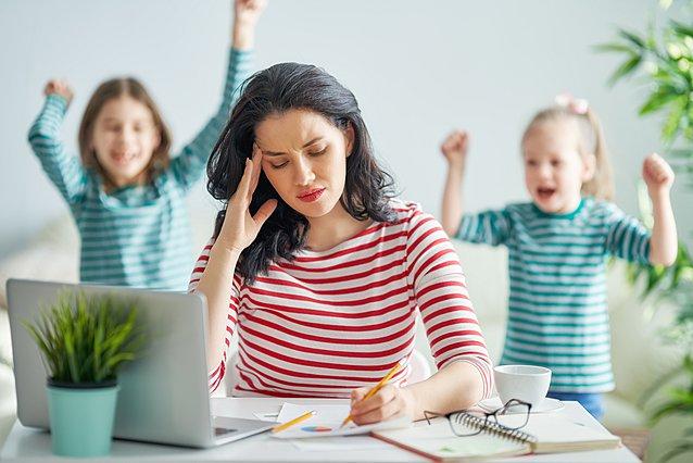 Σύνδρομο γονεϊκής εξουθένωσης: Ποια είναι τα σημάδια του και πώς να το αντιμετωπίσεις