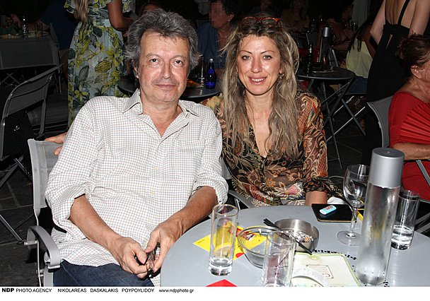 <p>Ο Πέτρος Τατσόπουλος με τη σύζυγό του, Ελένη Νικολαΐδου</p>