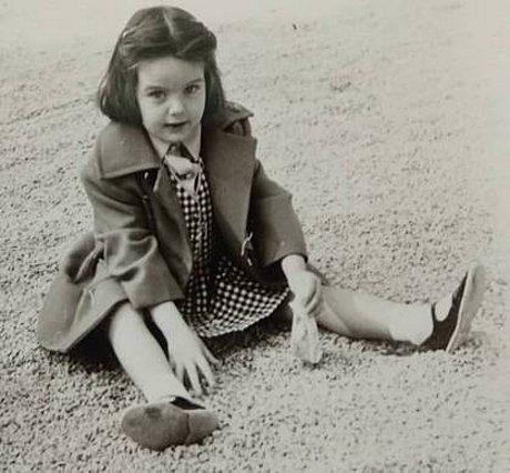 Quiz: Μπορείς να καταλάβεις ποια διάσημη, Ελληνίδα δημοσιογράφος είναι το κοριτσάκι της φωτογραφίας;