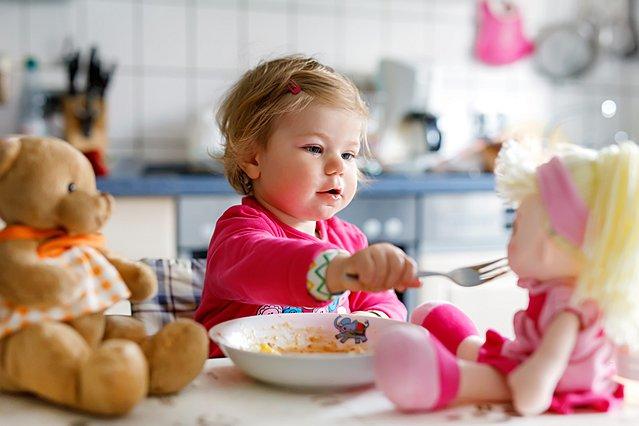 5 συνηθισμένες τροφές που μπορεί να είναι επικίνδυνες για τα παιδιά και ποιες είναι οι εναλλακτικές επιλογές