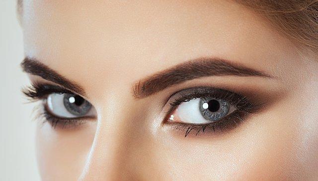 Τα 5 εύκολα tricks που θα κάνουν τα μάτια σου να δείχνουν μεγαλύτερα