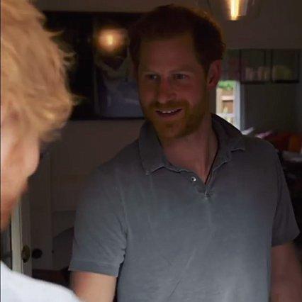 Ο πρίγκιπας Harry, η μυστηριώδης επίσκεψη διάσημου ποπ σταρ και ο ήχος του κουδουνιού στο σπίτι του
