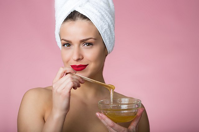 Πώς μπορείς να φτιάξεις μόνη σου τη θαυματουργή μάσκα προσώπου από κουρκουμά και μέλι