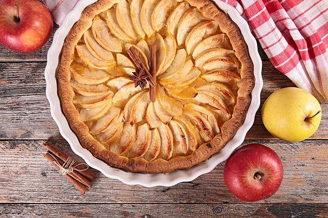 Η πιο εύκολη μηλόπιτα είναι... κέικ και πρέπει να τη φτιάξεις