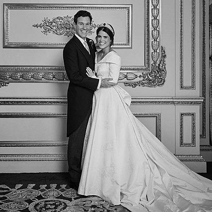 Πριγκίπισσα Eugenie: Γιόρτασε την πρώτη επέτειο της με βίντεο με αδημοσίευτες φωτογραφίες από το γάμο της