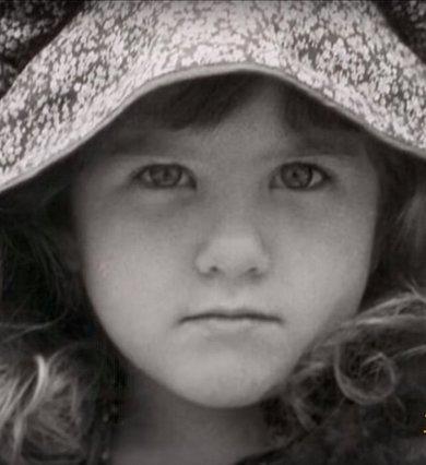 Quiz: Αναγνωρίζεις ποια διάσημη σταρ του Hollywood είναι η χαριτωμένη μικρούλα;