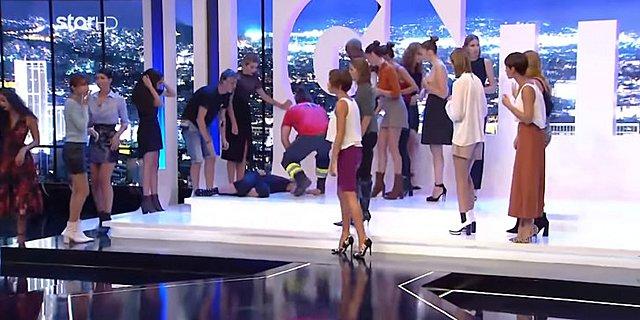 GNTM: Καρέ καρέ η λιποθυμία της παίκτριας που έφυγε με φορείο από το πλατό! [Βίντεο]