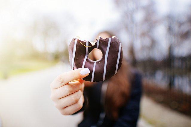 Όλοι οι τρόποι με τους οποίους σε επηρεάζει η (πολλή) ζάχαρη