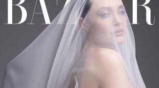 """Η Angelina Jolie ποζάρει ολόγυμνη στα 44 και αποκαλύπτει πώς την κρατά """"αιχμάλωτη"""" ο Brad Pitt"""
