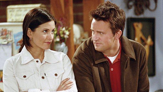 Η Monica και ο Chandler σε μια σπάνια selfie 15 χρόνια μετά - Το σχόλια της Rachel και της Phoebe [Photo]