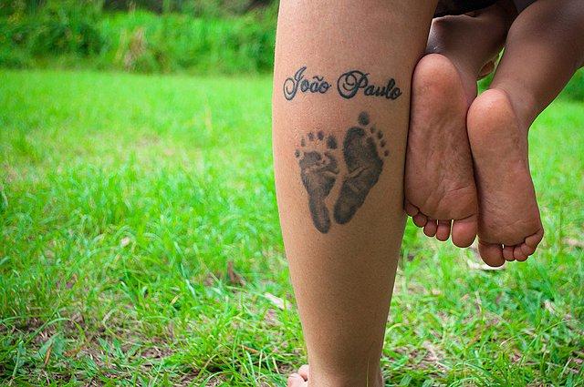 Πώς απαντάς στο παιδί σου αν σε ρωτήσει «Μαμά, μπορώ να κάνω ένα τατουάζ;»