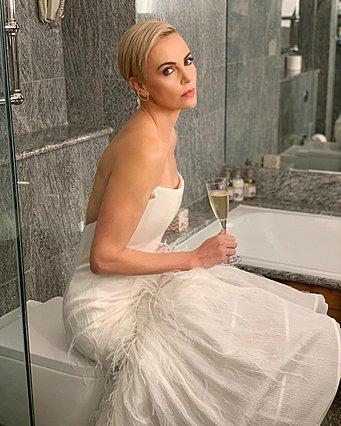 Charlize Theron:  Τα τελευταία 11 χρόνια φοράω μόνο ότι βάζει επάνω μου αυτή η γυναίκα