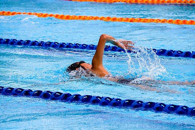 Κολύμβηση και απώλεια βάρους: Πώς λειτουργεί και ποιο στυλ είναι καλύτερο για να χάσεις κιλά