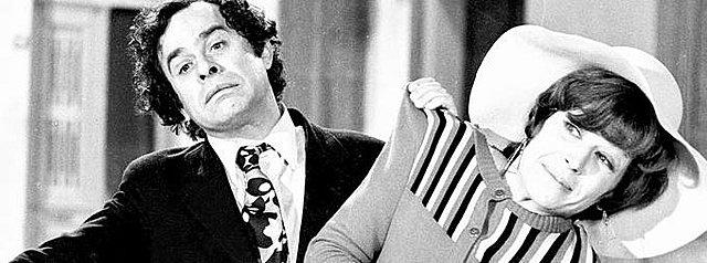 "<p>Ο Χρόνης Εξαρχάκος και η Κατερίνα Γιουλάκη σε χαρακτηριστική σκηνή από την ταινία της Finos Films ""Το κορϊδάκι της πριγκιπέσσας"" (1972)</p>"