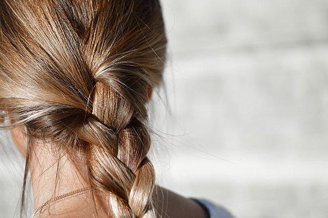 Τα λάθη που δεν αφήνουν τα μαλλιά σου να μακρύνουν
