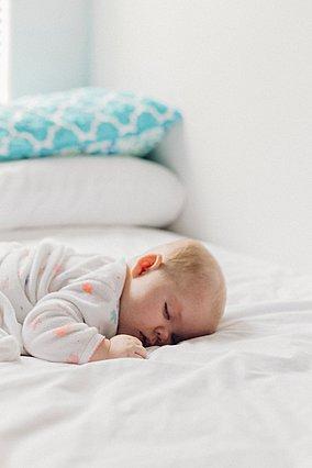 5 πράγματα που δεν πρέπει να κάνεις αν θέλεις το μωρό σου να έχει έναν ήρεμο ύπνο