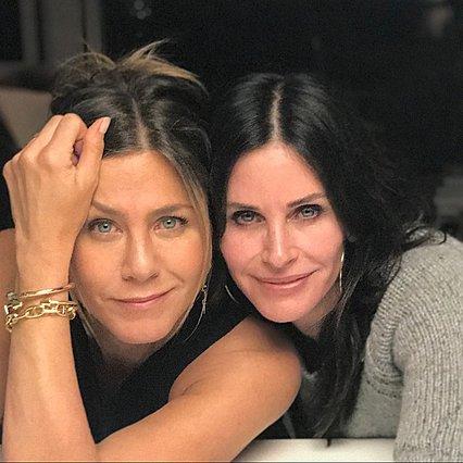 "<p>Η Courteney Cox και η Jennifer Aniston γνωρίστηκαν στο σετ των ""Friends"" το 1994 και παραμένουν... best friends μέχρι και σήμερα.</p>"