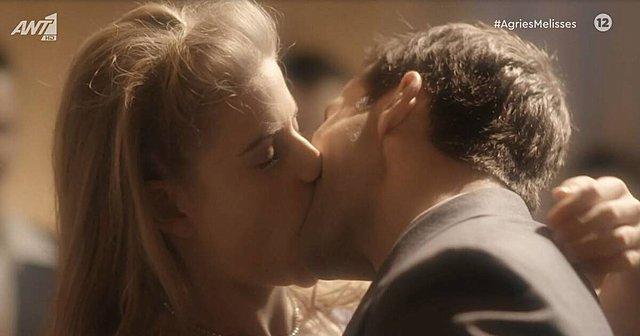 <p>Έτσι, για την ιστορία, θυμίζουμε ότι το φιλί αυτό δεν συνέβη ποτέ. Στην πραγματικότητα, τουλάχιστον. Συνέβη μόνο στο όνειρο της Δρόσως!</p>