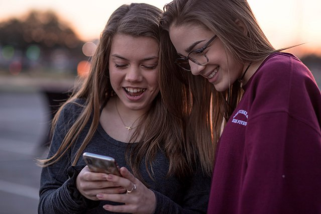 3 τρόποι για να μιλήσεις στο παιδί σου για την εξάρτηση από το κινητό